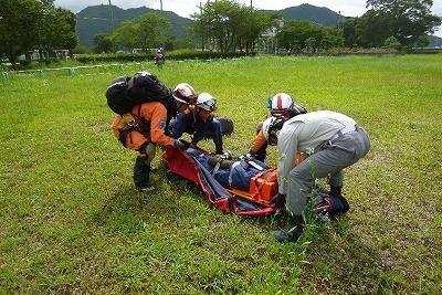 救出活動訓練(傷病者収容)