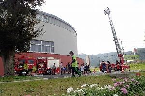 消防車展示、はしご車搭乗コーナー
