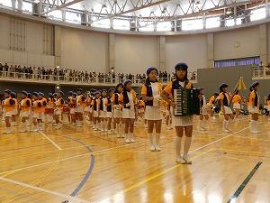 八千代小学校による鼓笛演奏