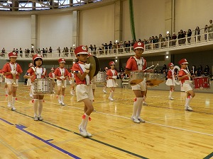 比延小学校による鼓笛演奏