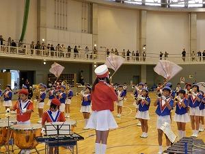 中町北小学校による鼓笛演奏