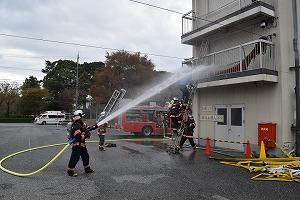 加東消防署員による展示訓練
