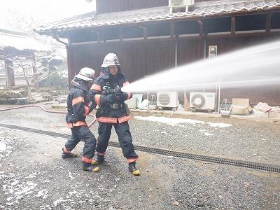 消防隊による消火訓練(西光禅寺)