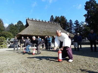 関係者及び付近住民による初期消火訓練