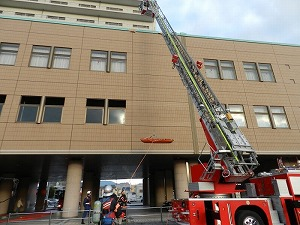高所からの負傷者の救出状況