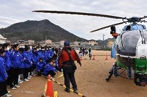 兵庫県防災航空隊隊員によるヘリ展示