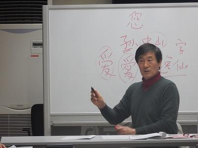 講師によるホワイトボードを使用しての研修