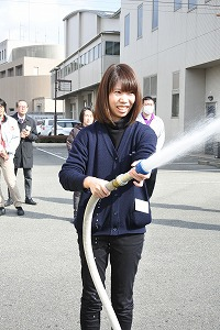 屋内消火栓の取扱訓練
