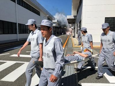 従業員による負傷者救出訓練