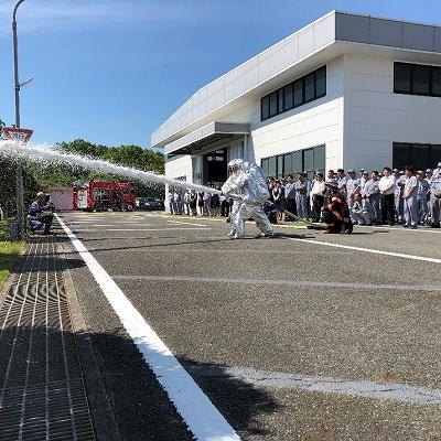 加東消防署化学消防ポンプ車による泡放水訓練