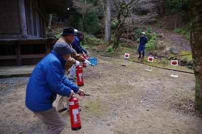 関係者による初期消火訓練(荘林山荘厳寺)