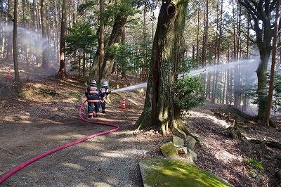 消防隊による消防訓練(住吉神社)