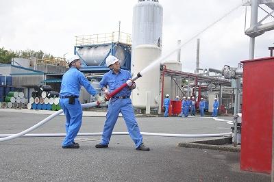 工場従業員による屋外消火栓設備を使った初期消火
