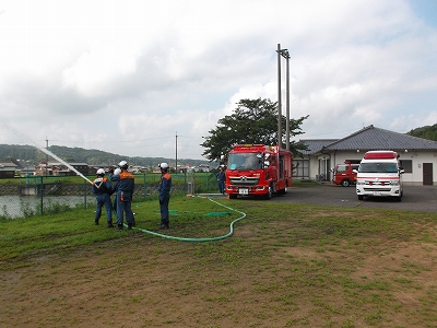 消防車を使った訓練の様子