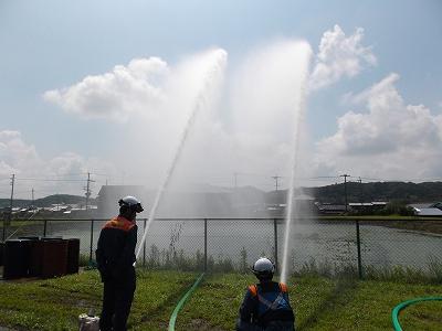 大規模な火災や炎上火災に備えた毎分約2000リットルの放水訓練
