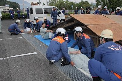倒壊家屋から傷病者を救出、トリアージ活動