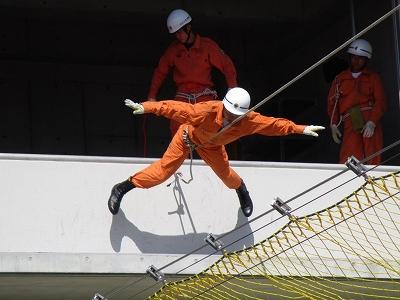 救助訓練(セーラー渡過)
