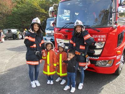親子でポーズ! 将来の夢は消防士⁉